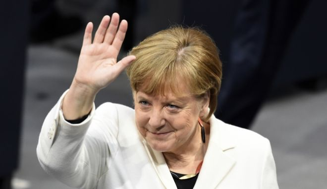 Βίντεο: Συνελήφθη ύποπτος που πλησίασε την Μέρκελ ενώ αποχωρούσε από την Μπούντεσταγκ