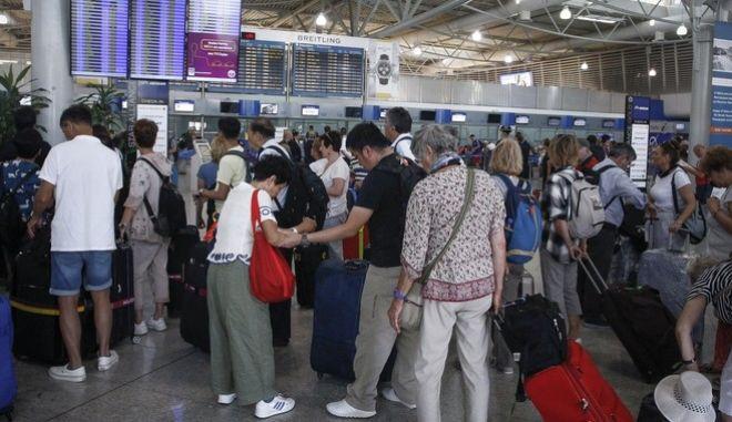 """Στιγμιότυπο από το αεροδρόμιο """"Ελευθέριος Βενιζέλος"""" - Φωτό Αρχείου"""