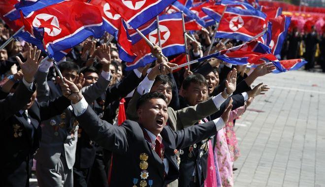 Μαθητική παρέλαση στη Βόρεια Κορέα