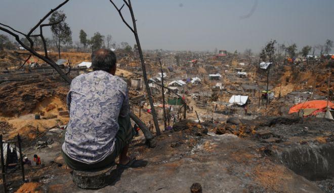 """Η κραυγή των Ροχίνγκια: """"Δεν μπορούσαμε να ανέβουμε στο φράχτη για να ξεφύγουμε από τις φλόγες"""""""