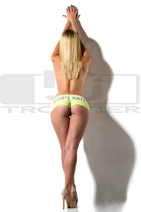 Γυμνή φωτογράφιση καθηγήτριας της κόστισε τη θέση της