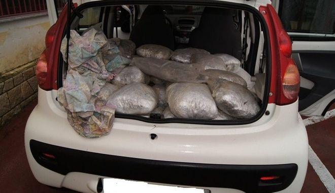 Συνελήφθη έμπορος ναρκωτικών στην Ιόνια Οδό με 113 κιλά κάνναβης