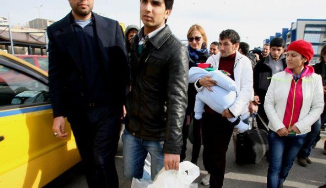 Στο λιμάνι του Πειραιά έφθασαν οι πρόσφυγες από την Συρία και το Αφγανιστάν, που διασώθηκαν από το ναυάγιο στο Φαρμακονήσι,Πέμπτη 23 Ιανουαρίου 2014 (EUROKINISSI-ΤΑΤΙΑΝΑ ΜΠΟΛΑΡΗ)