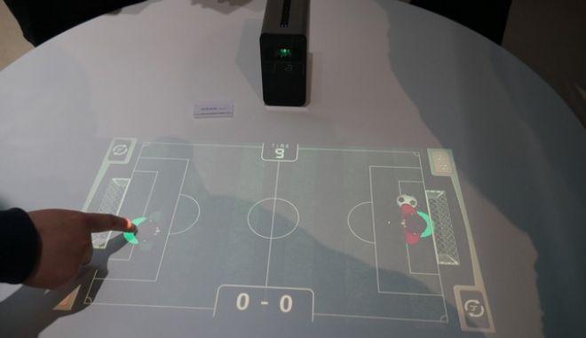 Μίνι προβολέας της Sony μετατρέπει κάθε επιφάνεια σε οθόνη αφής