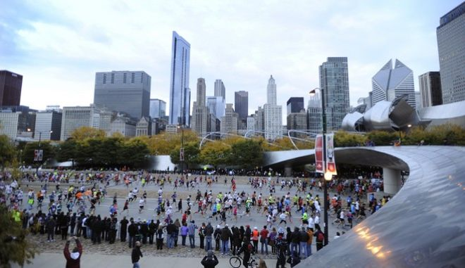 Runners start the 2012 Chicago Marathon Sunday, Oct. 7, 2012. (AP Photo/Paul Beaty)