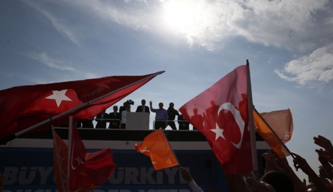 Στιγμιότυπο από προεκλογική ομιλία του Ρετζέπ Ταγίπ Ερντογάν στην Κωνσταντινούπολη