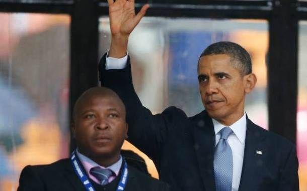 Απατεώνας ο διερμηνέας της νοηματικής γλώσσας στην επίσημη τελετή για τον Μαντέλα