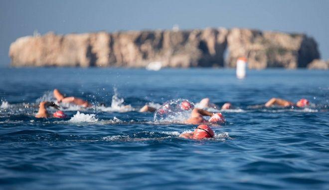 Κολυμβητική διαδρομή 1 μιλίου by Vikos στον όρμο του Ναυαρίνου στο λιμάνι της Πύλου