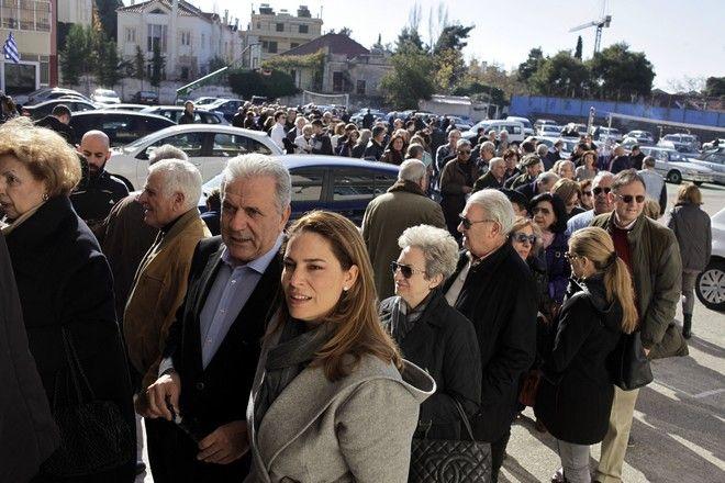 Εκλογές για την ανάδειξη νέου προέδρου στη Νέα Δημοκρατία την Κυριακή 20 Δεκεμβρίου 2015. Στο στιγμιότυπο ο Επίτροπος της Ευρωπαϊκής Ένωσης Δήμήτρης Αβραμόπουλος, στο εκλογικό τμήμα στο 1ο Γυμνάσιο-Λύκειο Κηφισιάς. (EUROKINISSI/ΓΙΩΡΓΟΣ ΚΟΝΤΑΡΙΝΗΣ)