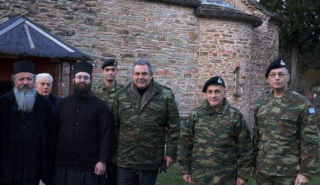Ο Υπουργός Εθνικής Άμυνας Πάνος Καμμένος, συνοδευόμενος από τον Αρχηγό ΓΕΣ Αντιστράτηγο Βασίλειο Τελλίδη, επισκέφθηκε το Φυλάκιο Μολυβδοσκεπάστου και την Ιερά Μονή Μολυβδοσκεπάστου στην Ήπειρο.