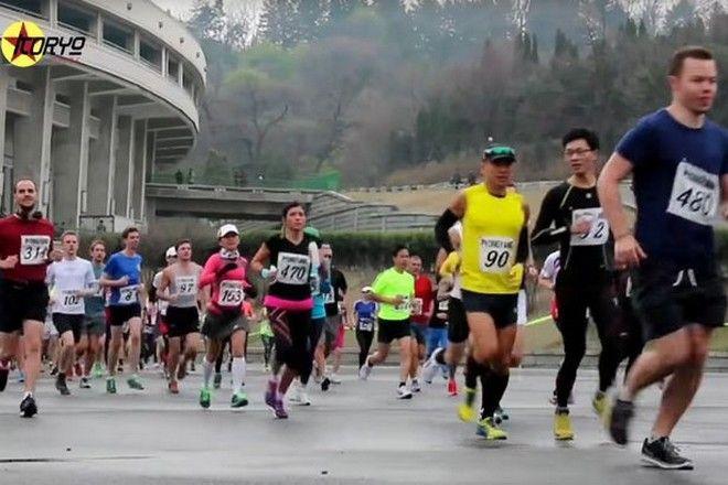 Ο Κιμ Γιόνγκ Ουν καλεί δυτικούς πολίτες να επισκεφθούν τη χώρα του