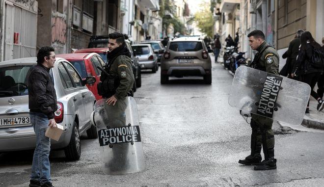 Επιχείρηση της Ελληνικής Αστυνομίας σε κτήριο στα Εξάρχεια