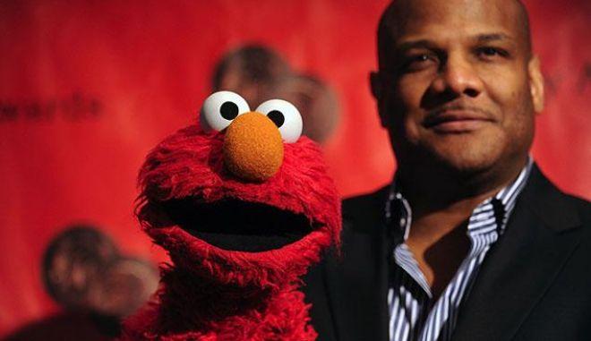 """Ο """"Έλμο"""" του Sesame Street, κατηγορείται για ασέλγεια σε αγόρια"""