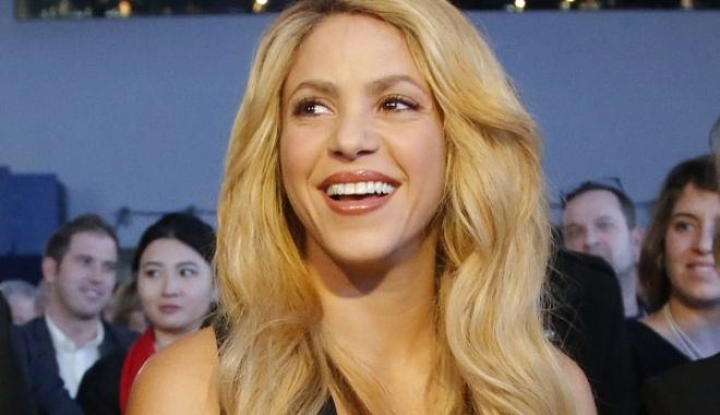 Colombian singer Shakira, right, attend the Crystal Awards ceremony on the eve of to the World Economic Forum in Davos, Switzerland, Monday, Jan. 16, 2017. (AP Photo/Michel Euler)