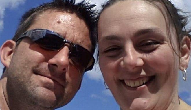 Το Facebook διέγραψε το προφίλ του γιατί 'ανέβασε' φωτογραφία της ετοιμοθάνατης γυναίκας του
