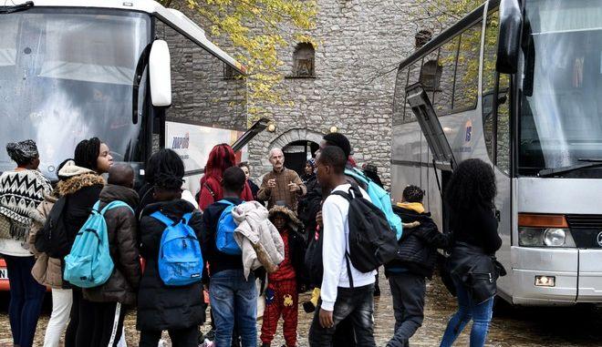 Πρόσφυγες και μετανάστες στην Ιερά Μονή Πορετσού, της Μητρόπολης Ηλείας.