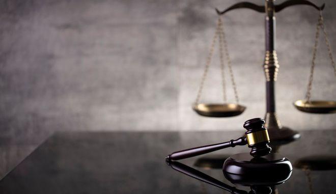 Βρετανία: Σε δίκη βουλευτής για σεξουαλική κακοποίηση 15χρονου