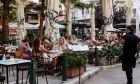"""Νέα μέτρα από σήμερα: Μπαρ μόνο με καθήμενους, τσουχτερά πρόστιμα και """"λουκέτο"""" για τους παραβάτες"""