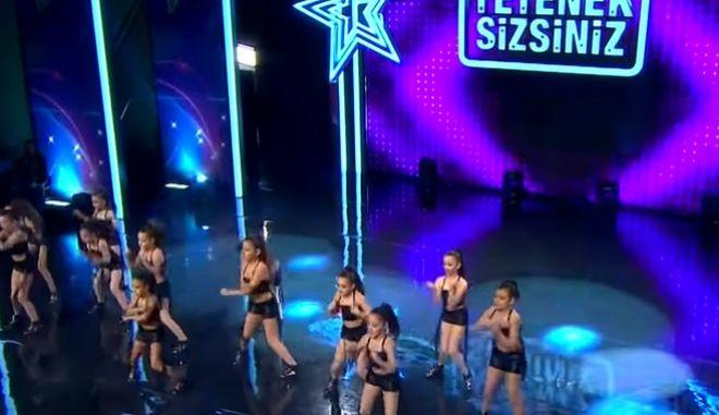 Τουρκία έχεις Ταλέντο: Πρόστιμο 1 εκατ. λιρών για κορίτσια που χόρευαν με σορτς