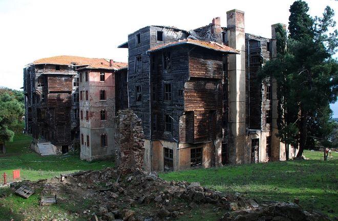 Το ξύλινο κτίριο του Ελληνορθόδοξου ορφανοτροφείου στην Πρίγκηπο