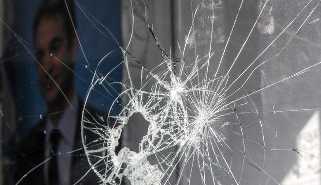 Επίθεση σε γραφεία της Νέας Δημοκρατίας στην οδό Θουκυδίδου στον Άλιμο