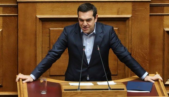 Ο πρωθυπουργός στο βήμα της Βουλής