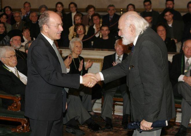 Ετήσια Βραβεία της Ακαδημίας Αθηνών: Ο Νάνος Βαλαωρίτης με τον Κωστή Στεφανόπουλο (2004)