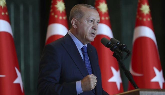 O Τούρκος πρόεδρος Ρετζέπ Ταγίπ Ερντογάν πραγματοποιεί ομιλία στους Τούρκους πρέσβεις στο προεδρικό παλάτι