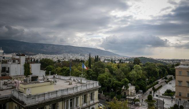 Έντονη νέφωση πάνω από την Αθήνα