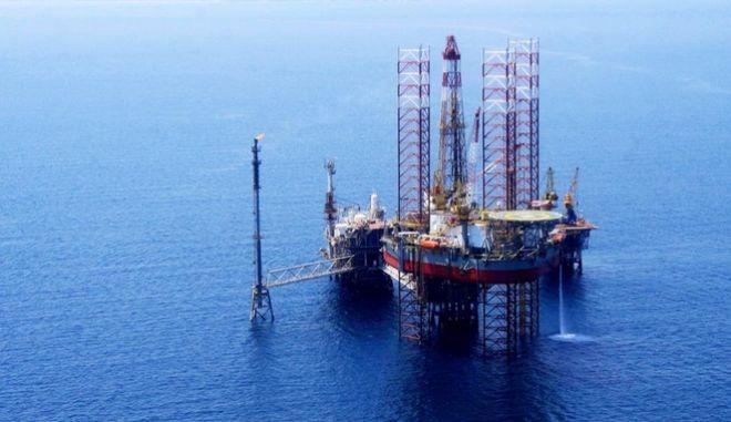 Πέφτουν υπογραφές για έρευνες πετρελαίων δυτικά της Κέρκυρας