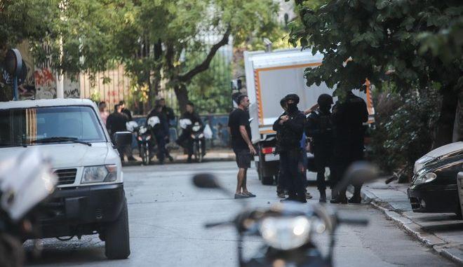 Σε εξέλιξη αστυνομική επιχείρηση εκκένωσης υπό κατάληψη κτιρίου στα Εξάρχεια