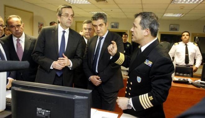 Τελετή παράδοσης και παραλαβής δύο σκαφών, που έκανε δωρεά η Ένωση Ελλήνων Εφοπλιστών στο Λιμενικό Σώμα, παρουσία του πρωθυπουργού Αντ. Σαμαρά, την Δευτέρα 22 Απριλίου 2013, στο υπ. Ναυτιλίας. (EUROKINISSI/ΓΙΩΡΓΟΣ ΚΟΝΤΑΡΙΝΗΣ)