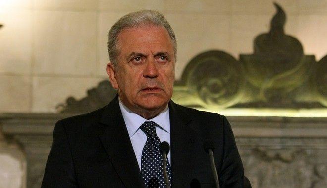 Στιγμιότυπο από τις κοινές δηλώσεις του Πρωθυπουργού Αλέξη Τσίπρα με τον Κοινοτικό επίτροπο για θέματα μεταναστευτικής πολιτικής Δημήτρη Αβραμόπουλο,μετά την συνάντηση που είχαν στο Μέγαρο Μαξίμου,Μ.Τρίτη 7 Απριλίου 2015 (ΕUROKINISSI/ΤΑΤΙΑΝΑ ΜΠΟΛΑΡΗ)