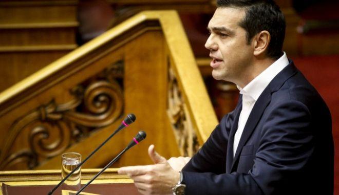 Ο πρωθυπουργός Αλ. Τσίπρας στο βήμα της Βουλής