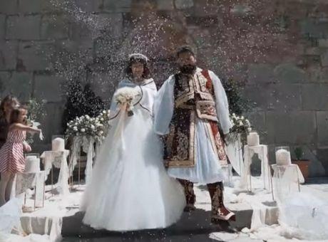 Ο Γάμος της Χρονιάς: Ζευγάρι από τα Τρίκαλα τιμά τα 200 Χρόνια από την  Ελληνική Επανάσταση - Good News | News 24/7