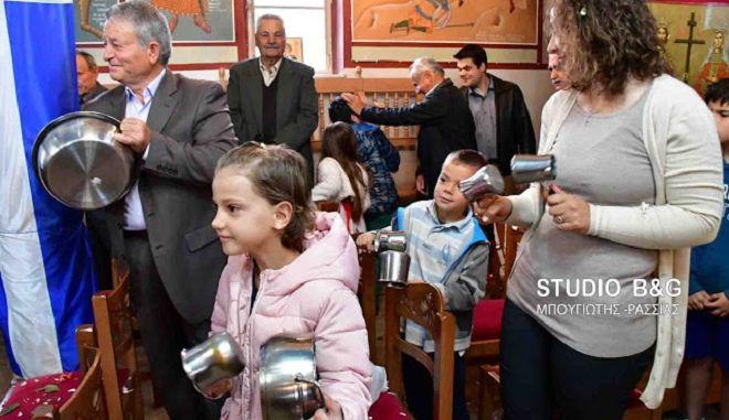 Με κατσαρόλες και μπρίκια η πρώτη Ανάσταση στο Ναύπλιο