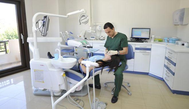 Νόμιμο και με τη βούλα του ΣτΕ το άνοιγμα του οδοντιατρικού επαγγέλματος