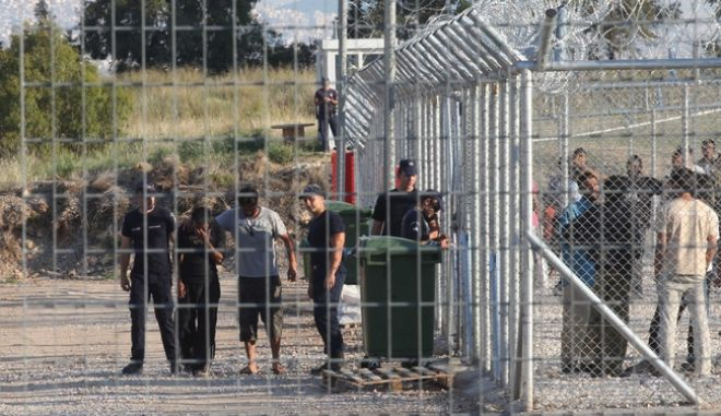 Αθώοι οι 48 μετανάστες για τα επεισόδια στο στρατόπεδο κράτησης της Κορίνθου