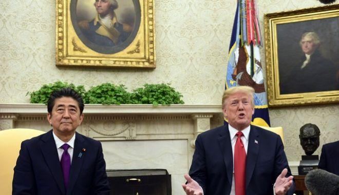 O αμερικανός Πρόεδρος, Ντόναλντ Τραμπ, υποδέχτηκε στον Λευκό Οίκο τον πρωθυπουργό της Ιαπωνίας, Σίντζο Άμπε