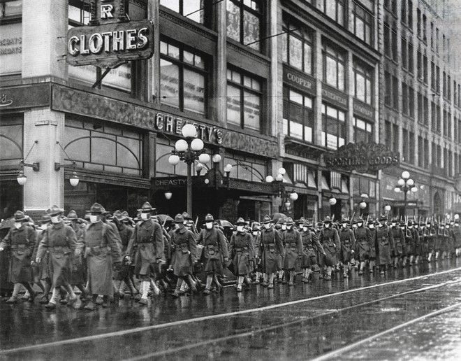 Στρατιώτες στο Σιάτλ με μάσκες λόγω της ισπανικής γρίπης τον Δεκέμβριο του 1918