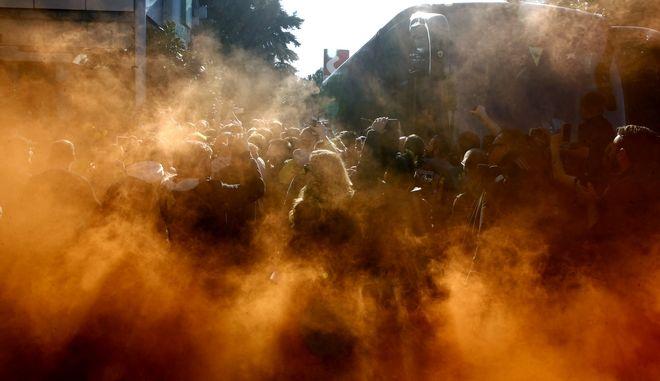 ΑΠΟΘΕΩΣΗ ΤΗΣ ΑΠΟΣΤΟΛΗΣ ΤΗΣ ΑΕΚ ΚΑΤΑ ΤΗΝ ΑΝΑΧΩΡΗΣΗ ΑΠΟ ΤΟ ΞΕΝΟΔΟΧΕΙΟ HOLIDAY INN (ΦΩΤΟΓΡΑΦΙΑ: ΘΑΝΑΣΗΣ ΔΗΜΟΠΟΥΛΟΣ / EUROKINISSI)