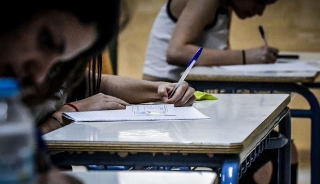 """Πανελλήνιες 2020: """"Σκυτάλη"""" στα ειδικά μαθήματα - Στα Γαλλικά εξετάζονται σήμερα οι υποψήφιοι"""
