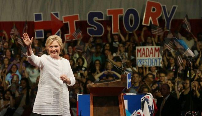 ΗΠΑ: Οι γυναίκες ελπίζουν ότι θα αναδείξουν την πρώτη γυναίκα πρόεδρο