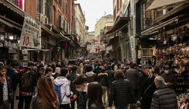 Κόσμος στην Τουρκία