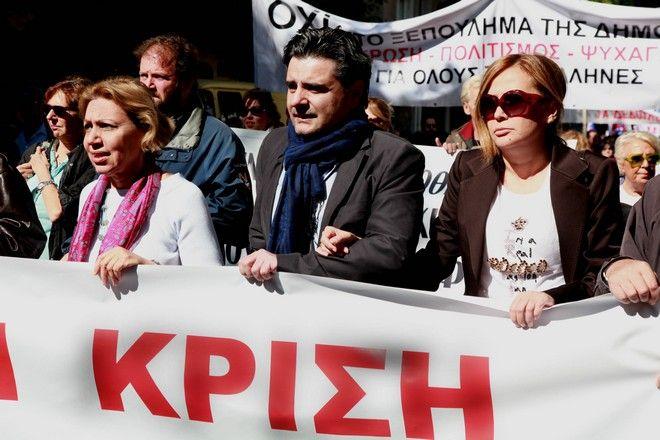 18-10-2011-ΑΘΗΝΑ-24ωρη απεργία των φωτορεπόρτερ (ΕΦΕ) και των δημοσιογράφων (ΕΣΗΕΑ) συγκέντρωση και πορεία στη βουλή,την απεργία κήρυξαν τα Σωματεία και οι Ομοσπονδίες του Τύπου.(EUROKINISSI-ΓΕΩΡΓΙΑ ΠΑΝΑΓΟΠΟΥΛΟΥ)