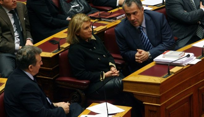 Στιγμιότυπο από την σημερινή συζήτηση και ψηφοφορία του πολυνομοσχεδίου του υπουργείου Οικονομικών σε ένα άρθρο με την διαδικασία του κατεπείγοντος,Δευτέρα 14 Ιανουαρίου 2013 (EUROKINISSI/ ΤΑΤΙΑΝΑ ΜΠΟΛΑΡΗ)