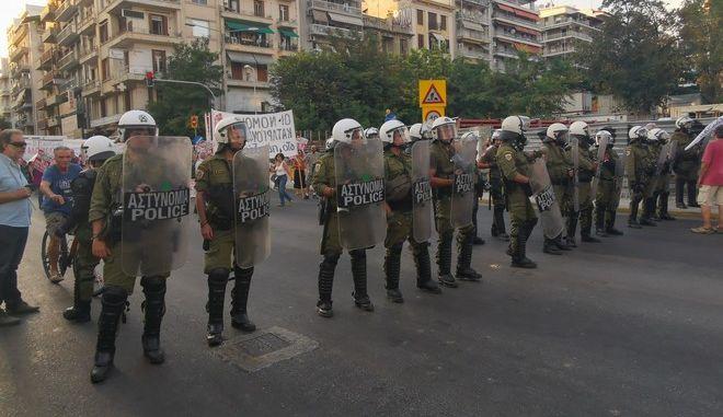 Φραγμός από ΜΑΤ στη Θεσσαλονίκη