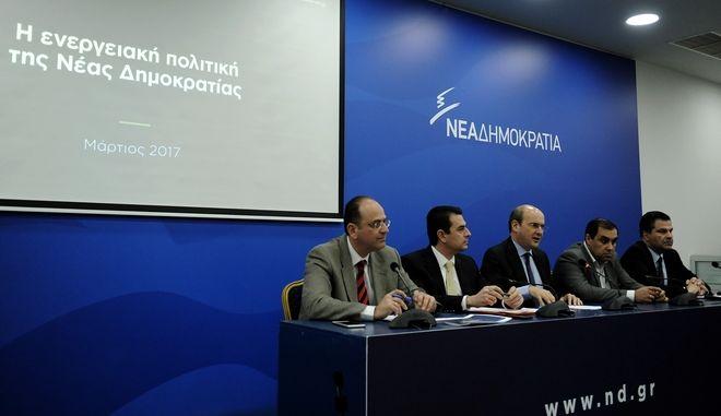 Παρουσίαση του προγράμματος της Νέας Δημοκρατίας για την ενέργεια, από τον αντιπρόεδρο του κόμματος, υπεύθυνο του κυβερνητικού προγράμματος, Κωστή Χατζηδάκη, και τον Τομεάρχη Περιβάλλοντος, Ενέργειας και Κλιματικής Αλλαγής της ΝΔ, βουλευτήΤρικάλων, Κώστα Σκρέκα την Τετάρτη 22 Μαρτίου 2017. (EUROKINISSI/ΤΑΤΙΑΝΑ ΜΠΟΛΑΡΗ)