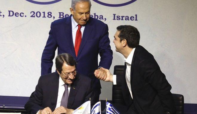 Στιγμιότυπο κατά τη διάρκεια της τριμερούς Ισραήλ-Ελλάδας-Κύπρου