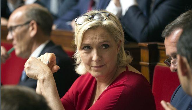 Η πρόεδρος της γαλλικής ακροδεξιάς Μαρί Λεπέν στο γαλλικό κοινοβούλιο στο Παρίσι.